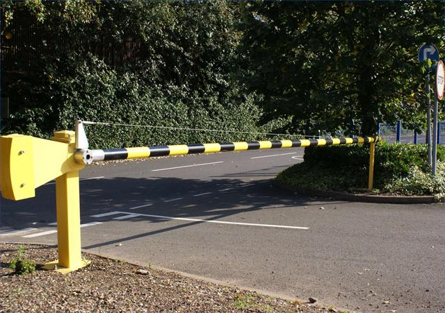 Heavy Duty Manual Raise Arm Barrier