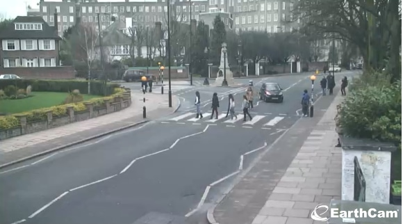 abbey road crossing statues